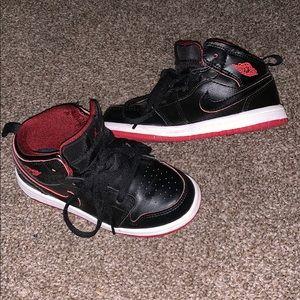 Jordan 1 Mid (Toddler) red and black size 9c